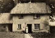 This witchert cottage on Bridgeway fell down ca. 1924 with its occupier, Edward John Parrott, inside at the time.  His wife and daughter (later to become Ted Ferris's wife) came home to find him under the rubble.  Fortunately, he was not injured.